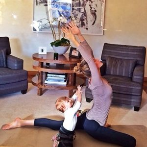 giselle_does_yoga_with_daughter